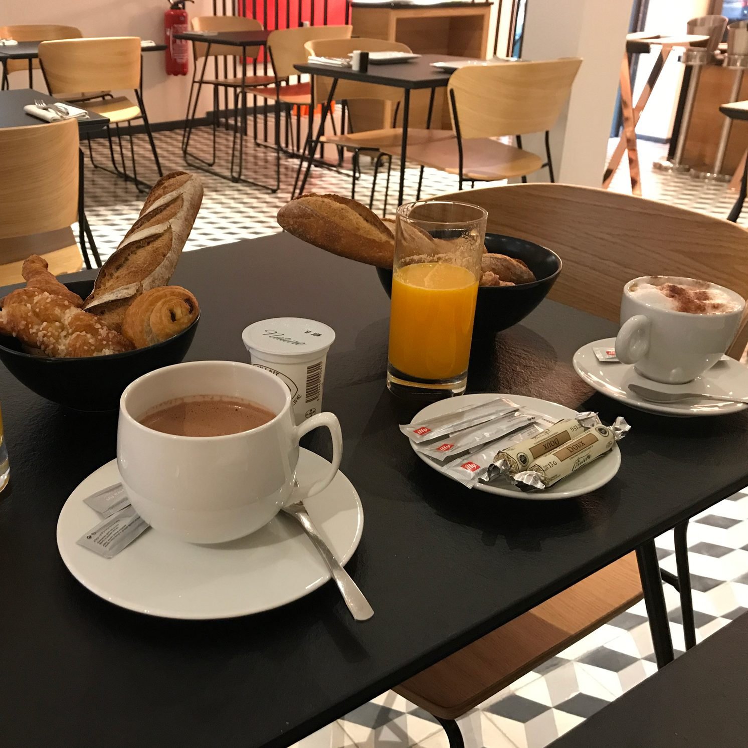 breakfast at sixty two restaurant in villa du taur in toulouse